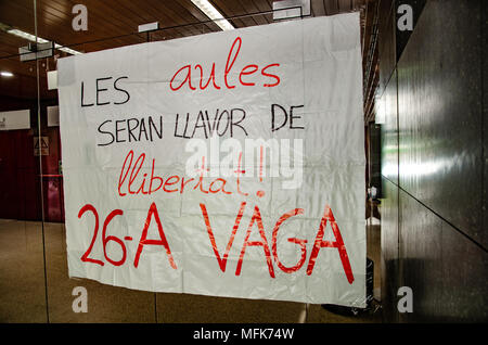 Barcelona, Spain. 26th Apr, 2018. A placard announcing the strike seen at the door of the Central University of Barcelona. Thousands of Catalan university students have demonstrated in the streets of Barcelona against repression and to protest the high price of university fees. Credit: SOPA Images Limited/Alamy Live News - Stock Photo