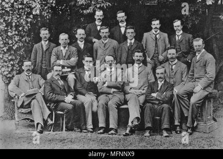 JJ (Joseph John) Thomson (1856-1940) British Nuclear physicist, discovered electron, here with his research students at the Cavendish Laboratory, Cambridge, in 1898. Left to right, back: SW Richardson, J Henry. Middle: EBH Wade, GA Shakespear, CTR Wilson, Ernest Rutherford, W Craig-Henderson, JH Vincent, GB Bryan. Front: J McClelland, C Child, Paul Langevin, JJ Thomson, J Zeleny, RS Willows, HA Wilson, JSE Townsend. - Stock Photo