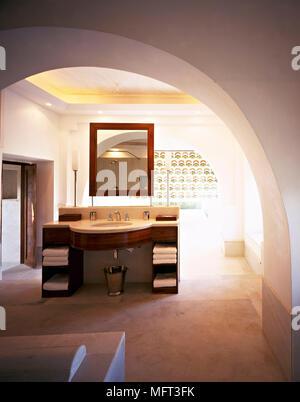 Hotel suite bathroom archway washbasin set in cupboard unit     interiors hotels bathrooms sinks - Stock Photo