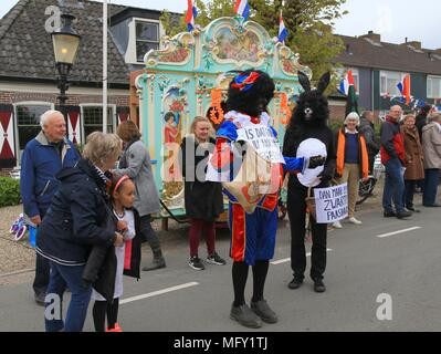 Tienhoven, Netherlands. 27th Apr, 2018. Kingsday Netherlands Tienhoven 27-04-2018 procession political issue Black Jack Credit: Catchlight Visual Services/Alamy Live News - Stock Photo