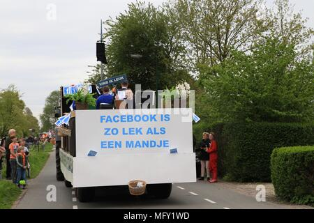 Tienhoven, Netherlands. 27th Apr, 2018. Kingsday Netherlands Tienhoven 27-04-2018 procession Credit: Catchlight Visual Services/Alamy Live News - Stock Photo