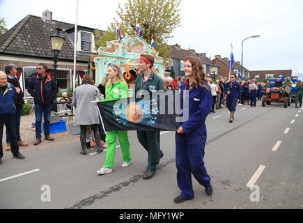 Tienhoven, Netherlands. 27th Apr, 2018. Kingsday Netherlands Tienhoven 27-04-2018 procession bitcoin issue Credit: Catchlight Visual Services/Alamy Live News - Stock Photo