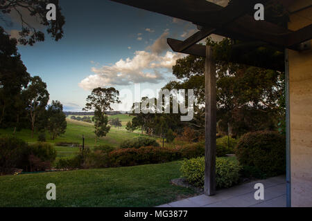 Macclesfield, Australia. 25th, Oct 2017.  House in Macclesfield, view of domestic garden, in the Adelaide Hills region, in the District Council of Mou - Stock Photo