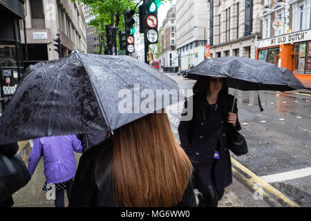 UK weather,London, UK. 27th Apr, 2018. Heavy rain showers in the capital. Rain throughout the day. Images shot at High Holborn,London,UK. Credit: Paul Quayle/Alamy Live News - Stock Photo
