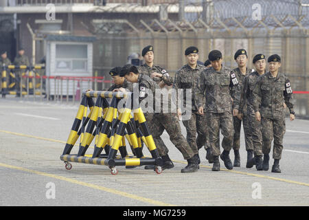 Paju, Gyeonggi, South Korea. 27th Apr, 2018. South Korean Military moving to barricade for president visit at unification bridge in Paju, South Korea. South Korean President Moon and North Korean leader Kim will hold a historical summit in Panmunjom. Credit: Ryu Seung-Il/ZUMA Wire/Alamy Live News - Stock Photo