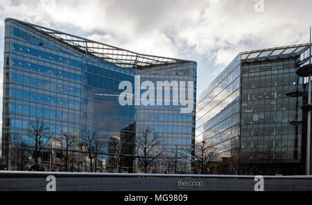 Glass office buildings at More London Riverside with The Scoop in the foreground. - Stock Photo