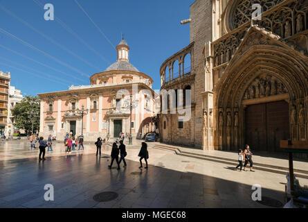 Landmark buildings Basilica de los Desamparados (left) and Valencia Cathedral in Plaza de la Virgen, North Cuitat Vella district, Valencia, Spain - Stock Photo