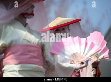 New York, USA. 28th Apr, 2018. Dancers perform in Brooklyn Botanic Garden in New York, the United States, on April 28, 2018. The annual cherry blossom festival is held here on Saturday and Sunday, attracting thousands of people to enjoy cherry blossoms during the weekend. Credit: Wang Ying/Xinhua/Alamy Live News - Stock Photo