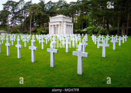 Brookwood Military Cemetery covers about 37 acres (15 ha) and is the largest Commonwealth war cemetery in the United Kingdom. - Stock Photo