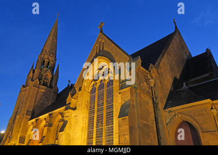 West Parish Church of Scotland, 30 Burnbank Road, West Hamilton, ML3 9AA at night - Stock Photo