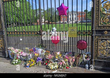 Golden Gates Sankey St Warrington after Manchester Bombing 2017 - Stock Photo