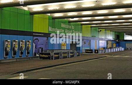 Manchester International Airport Dropoff Zone - Stock Photo