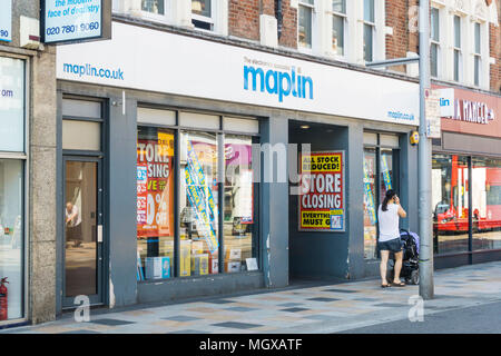 The closing Maplin electronics shop at Clapham Junction in South London. - Stock Photo