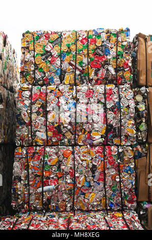 Aluminium cans being processed at a recycling plant. - Stock Photo