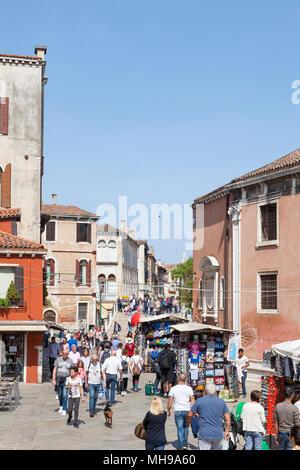 Busy street scene on Strada Nova, cannaregio, Venice, Veneto, Italy, the main pedestrian walkway between St Lucia train station and Rialto with shops  - Stock Photo
