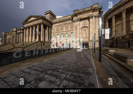 Liverpool's Central Library and behind that, the World Museum. - Stock Photo