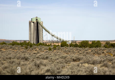Black Mesa coal storage silos and conveyor belt - Coal from the Kayenta Mine is loaded onto trains at the silos in northern Arizona, United States. - Stock Photo
