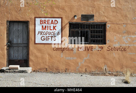 A grocery and package liquor store in Algodones, New Mexico, on the historic El Camino Real trail and the 1926-37 alignment of Route 66. - Stock Photo