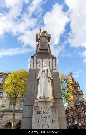 Statue of First World War martyr, nurse Edith Cavell Memorial, shot at dawn as a spy by Germans. London West End, St Martin's Place, WC2 - Stock Photo