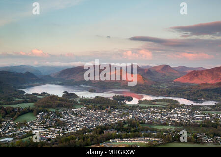 Keswick, Cumbria. 01st May 2018. Sun rises on Mayday over Derwentwater in the Lake District, illuminating the surrounding fells. Credit: Andrew Plummer/Alamy Live News - Stock Photo