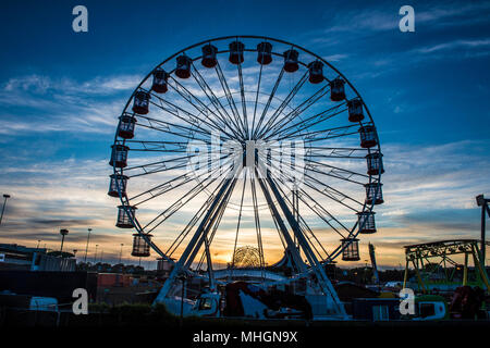 Brent Cross, London, UK. 1st May 2018. UK Weather: Sunrise at the funfair at Brent Cross     Credit: Evening Standard - Stock Photo