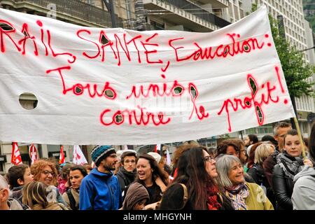 Grenoble, France. 1st May, 2018. Trade union and international demonstration of May 1st for the respect of the conditions of work. Presence of the CGT, SNCF railway workers, rail and train personnel, French Communist Party (PCF) militants, students and academics against the Vidal plan and the selection at the university, of groups for the defense migrants and for their regularization, collectives for solidarity with undocumented workers. Credit: Thibaut/Alamy Live News - Stock Photo