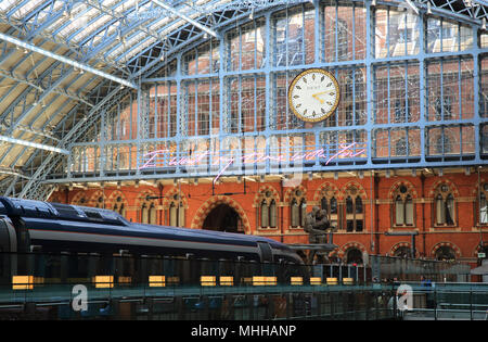 'I want my time with you' message by Tracey Emin, at St Pancras International train station, for summer 2018 - Stock Photo