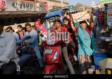Crowded streets in the old city of Ahmedabad, Manek Chowk. - Stock Photo