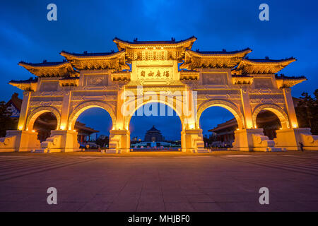 Chiang Kai-shek Memorial Hall at night in Taipei city, Taiwan. - Stock Photo