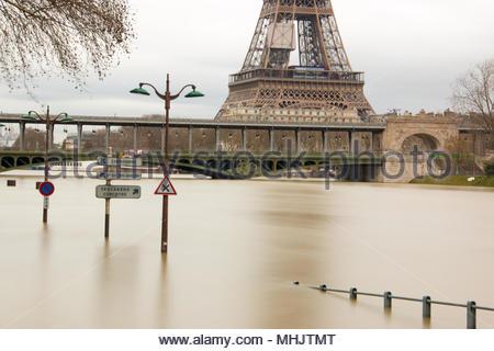 Paris (France), January 29, 2018. Flood of the Seine in Paris, near the bridge Bir-Hakeim, and eiffel tower in the background. - Stock Photo