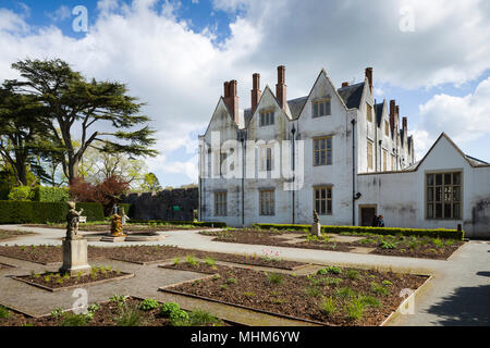 St Fagans Castle / Castell Sain Ffagan, an Elizabethan mansion near Cardiff, Wales, UK, part of St Fagans National Museum of History. - Stock Photo