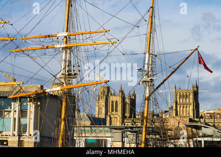 Bristol Cathedral - The Cathedral Church of the Holy and Undivided Trinity -framed by the masts of the Tall Ship Kaskelot, Bristol, England - Stock Photo