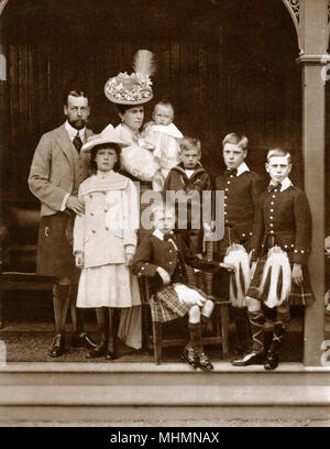 Duke and Duchess of York with their six children, taken at Abergeldie, (left to right, top to bottom) Duke of York (later George V),(1865  1936), Duchess of York, Mary of Teck (later Queen Mary consort), Prince Edward of Wales (later King Edward VIII), and then Duke of Windsor, (1894  1972), Prince Albert, Duke of York (later King George VI), (1895  1952), Prince George, Duke of Kent, (1902  1942), Prince Henry, Duke of Gloucester, (1900  1974), Prince John, who died at the age of fourteen of a severe epilepsy seizure, (1905  1919), as a baby and Princess Mary, later Viscountess Lascelles, (18 - Stock Photo
