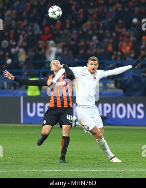 KHARKIV, UKRAINE - FEBRUARY 21, 2018: Yaroslav Rakitskiy of Shakhtar Donetsk (L) fights for a ball with Edin Dzeko of AS Roma during their UEFA Champi - Stock Photo