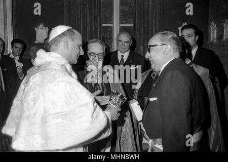 Rome After about a century (Pope Pius XI was the last pope in the Campidoglio) Pope Paul VI He sees in Campidoglio 16_04_1966 - Stock Photo