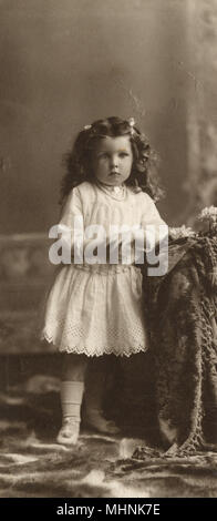 Three and a half year-old Alice Maud Kay - Photo taken at Christmas, Buenos Aires     Date: 1907 - Stock Photo