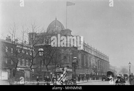 Madame Tussauds waxworks museum, Marylebone Road, London.      Date: circa 1905 - Stock Photo