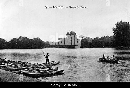 Boats on the lake, Regents Park, London.      Date: circa 1910 - Stock Photo