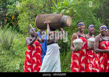 Traditional Rwandan Intore dancers at the Mountain Gorilla View Lodge near Ruhengeri, Volcanoes National Park, Virunga, Rwanda - Stock Photo