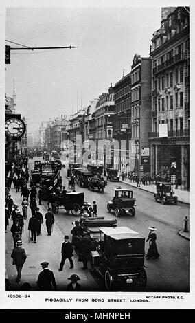 Piccadilly viewed from Bond Street, London, on a busy day.      Date: circa 1910 - Stock Photo
