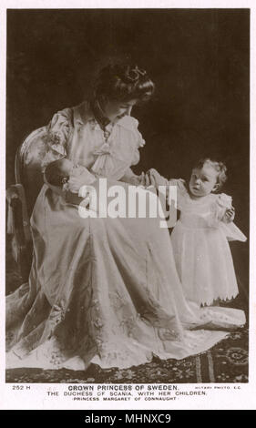 Princess Margaret of Connaught, Crown Princess of Sweden, Duchess of Scania, with two of her children.      Date: circa 1900s - Stock Photo