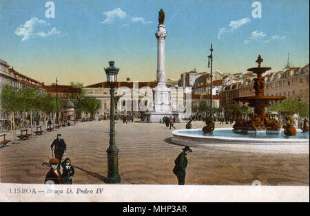 Praca Dom Pedro IV (King Pedro IV Square, also known as Rossio Square), Lisbon, Portugal, with a statue of Pedro IV on a column, the National Theatre behind, and a fountain on the right.      Date: circa 1908 - Stock Photo