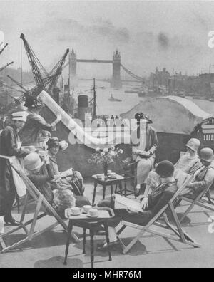 LONDON. The Pool the Roof garden the Langbourne club for City women 1926 print - Stock Photo