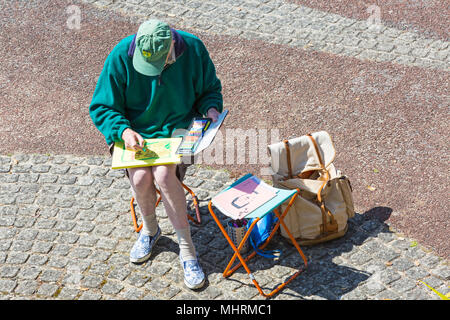 Bournemouth, Dorset, UK. 3rd May 2018. UK weather: cool sunny afternoon at Bournemouth - artist enjoys sketching in the tropical gardens at Alum Chine. Credit: Carolyn Jenkins/Alamy Live News - Stock Photo