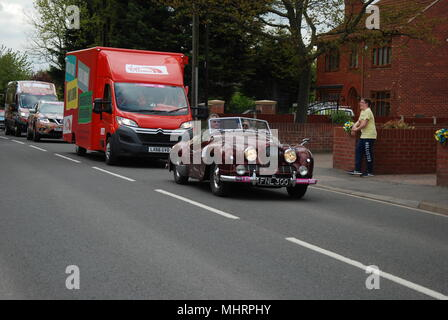 Doncaster, UK, 3rd May, 2018. The caravan ahead of the men's race in Hatfield. Hannah Halls/Alamy Live News - Stock Photo