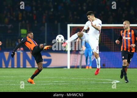 KHARKIV, UKRAINE - FEBRUARY 21, 2018: Fred of Shakhtar Donetsk (L) fights for a ball with Diego Perotti of AS Roma during their UEFA Champions League  - Stock Photo