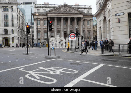 Mansion House, Bank underground station sign street view from the corner of Princes Street, & Threadneedle street in City of London UK   KATHY DEWITT - Stock Photo