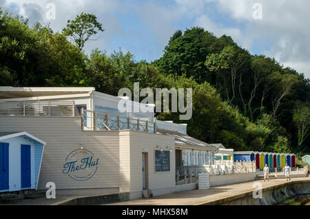 'The Hut' a Beachside Restaurant & Bar, located at Colwell Bay on the Isle of Wight in Southern England. - Stock Photo
