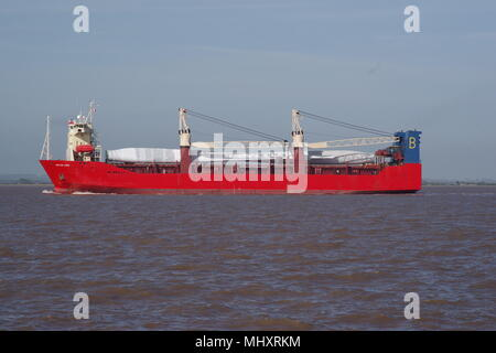 Ocean Lord carrying Siemens wind turbine blade away from Hull Alexandra Dock factory - Stock Photo