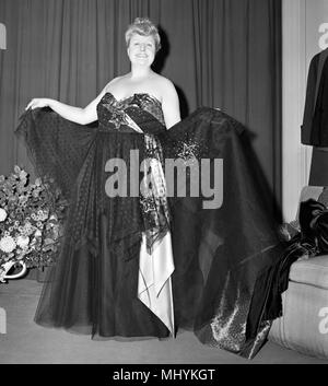 Vaudeville actress Tessie O'Shea models a gown she will be taking  on tour in South Africa. - Stock Photo
